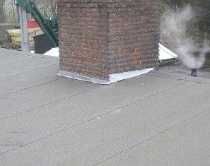 bitumen dak met loodflappen